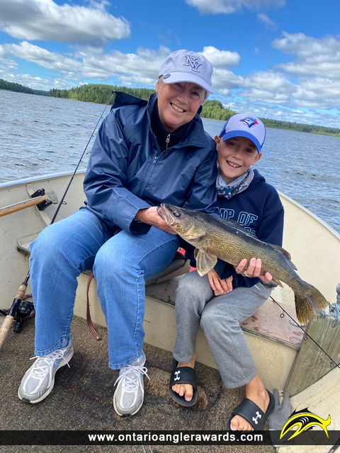 "25"" Walleye caught on Minnitaki Lake"