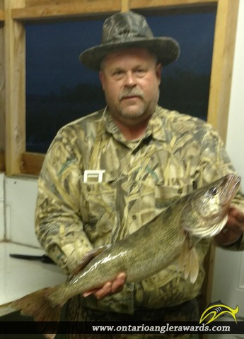 "28.5"" Walleye caught on Lake of the Woods"